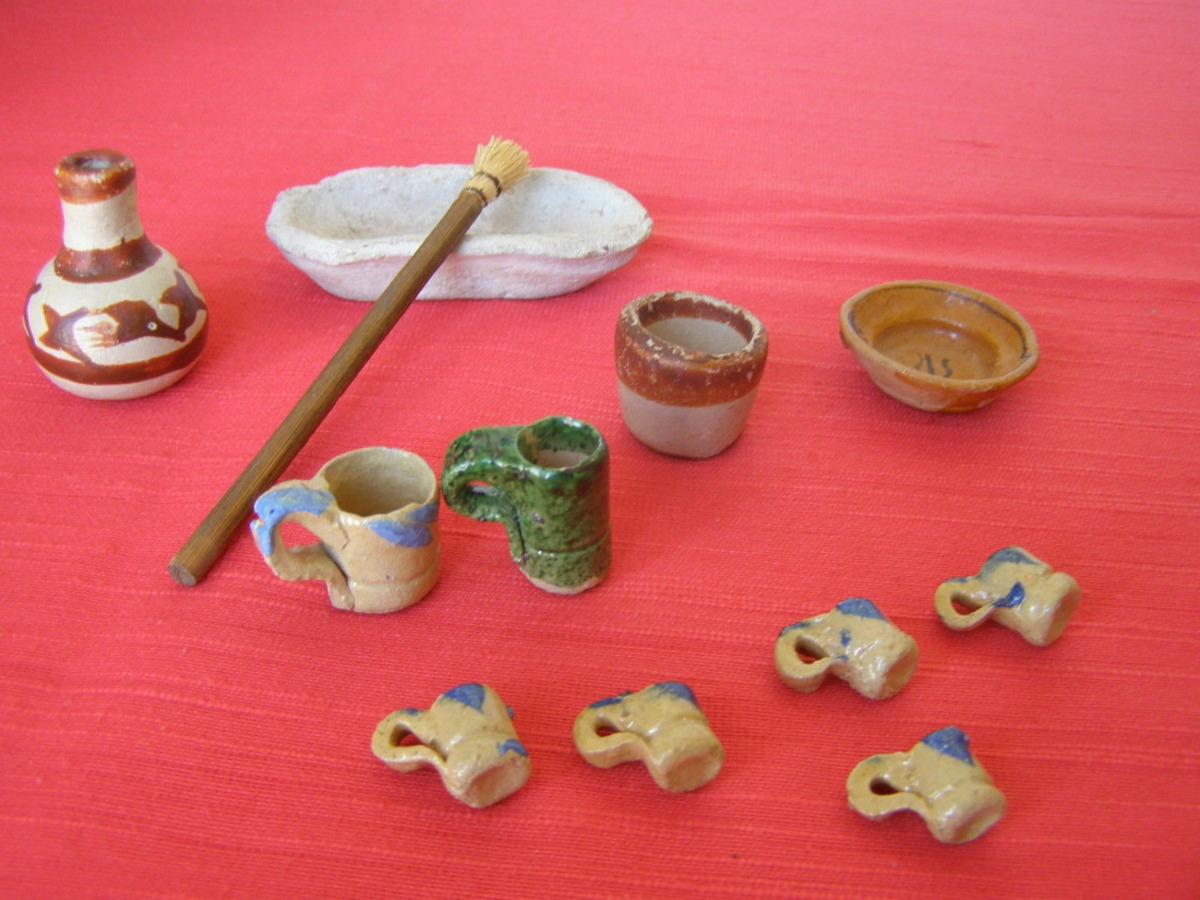 Mexican Folk Art Pottery Lot of 12 Miniature Items