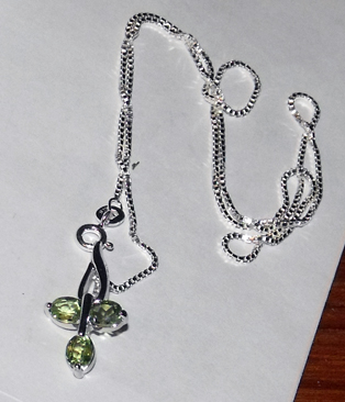 TRIPLE PERIDOT IN .925 STERLING PENDANT
